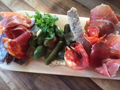 Le Boating Club Charcuterie